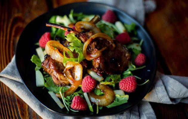 bárányhúsos cukkini saláta