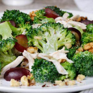 fűszeres csirkesaláta brokkolival